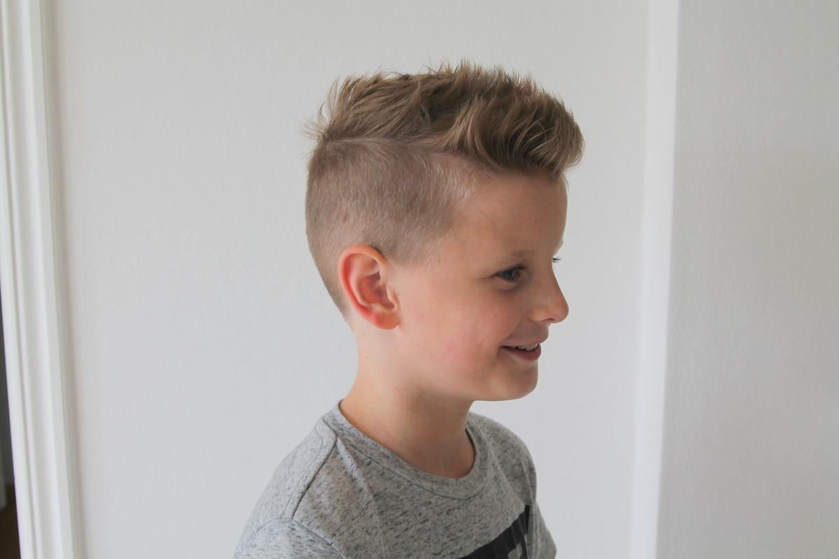 Barn frisyr kille
