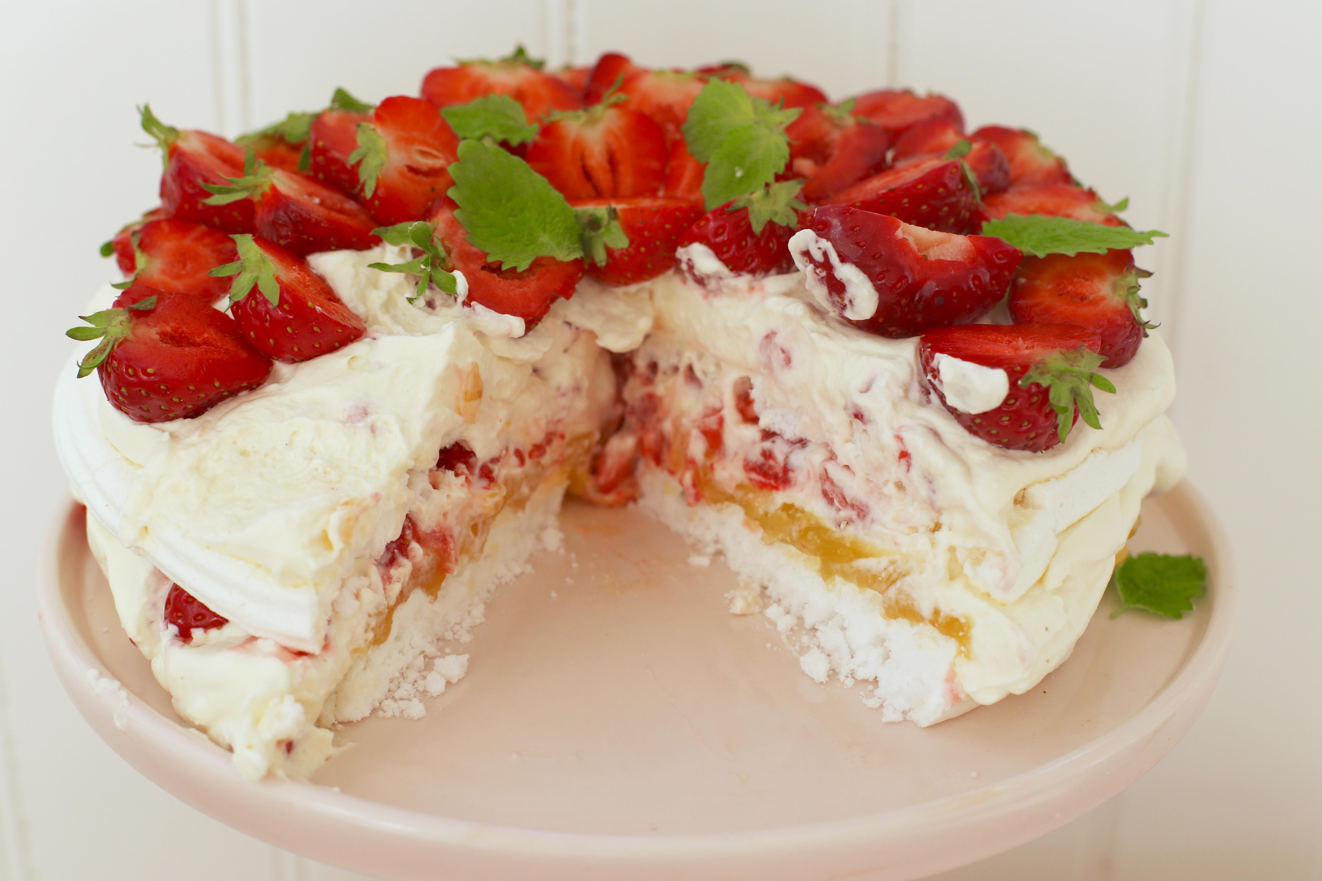 jordgubbstårta med maräng recept