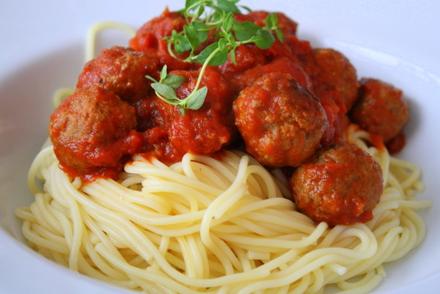 köttbullar med spagetti