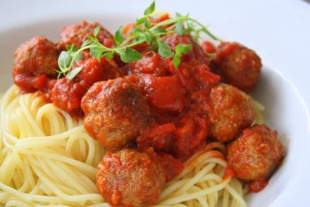 Köttbullar med tomatsås