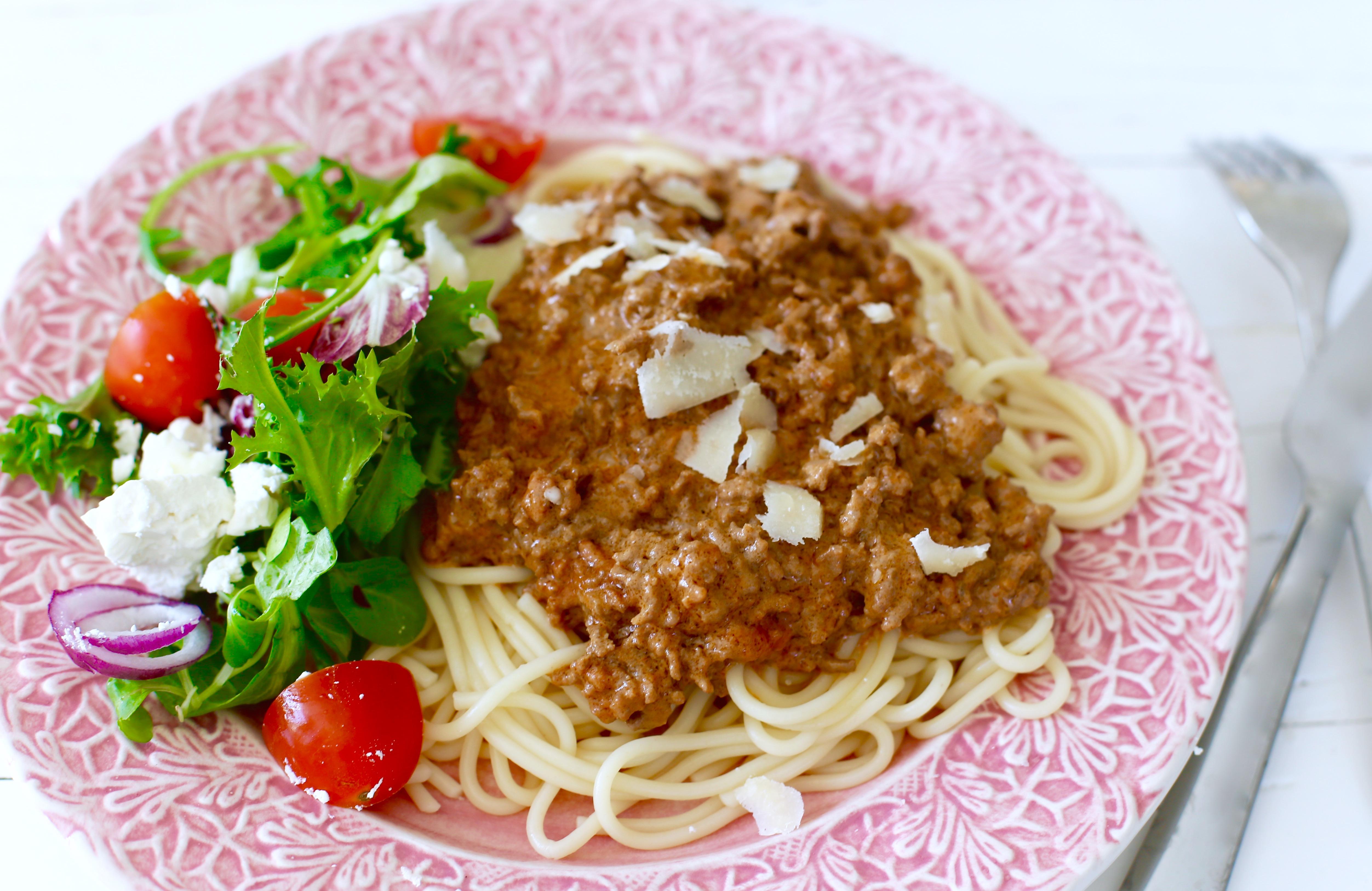 nyttig köttfärssås och spagetti