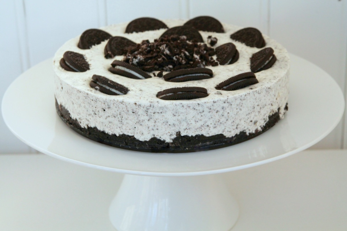 oreo cheesecake This simple no bake oreo cheesecake looks and tastes like it could be on the  menu of a high end restaurant loaded up with oreo cookies,.